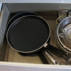 Protects pots and pans